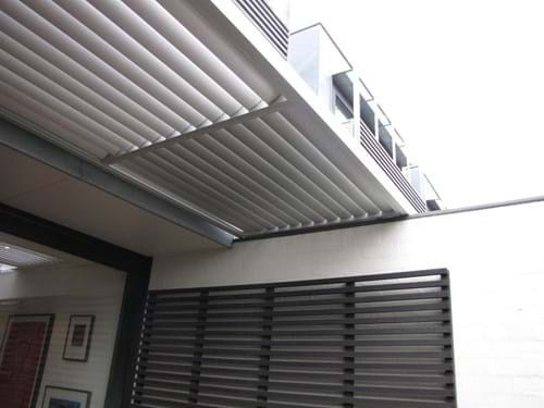 Bayside Privacy Screens manufacture Louvre Blade Sunscreens to custom fit your home