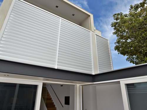 Enclose your balcony with Louvre Blade Balcony Screen by Bayside Privacy Screens