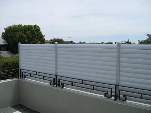 Quality and custom fitted Louvre Blade Balcony Screen