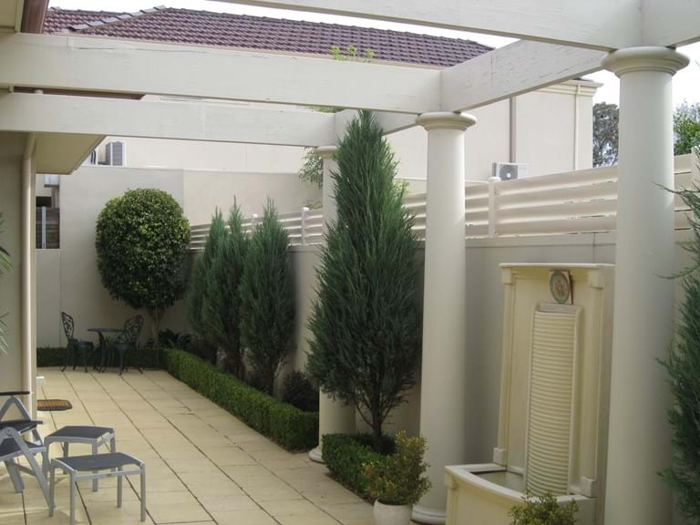 Bayside Privacy Screens design & install Louvre Blade Fence Screens