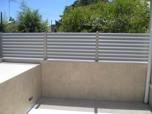 Enclose your courtyard with Louvre Blade Balcony Screen by Bayside Privacy Screens